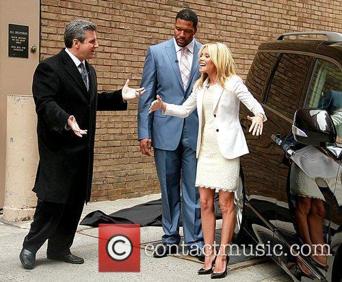 Alan Taylor, Kelly Ripa and Michael Strahan 7
