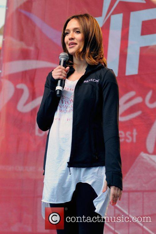 Jessica Alba, Times Square