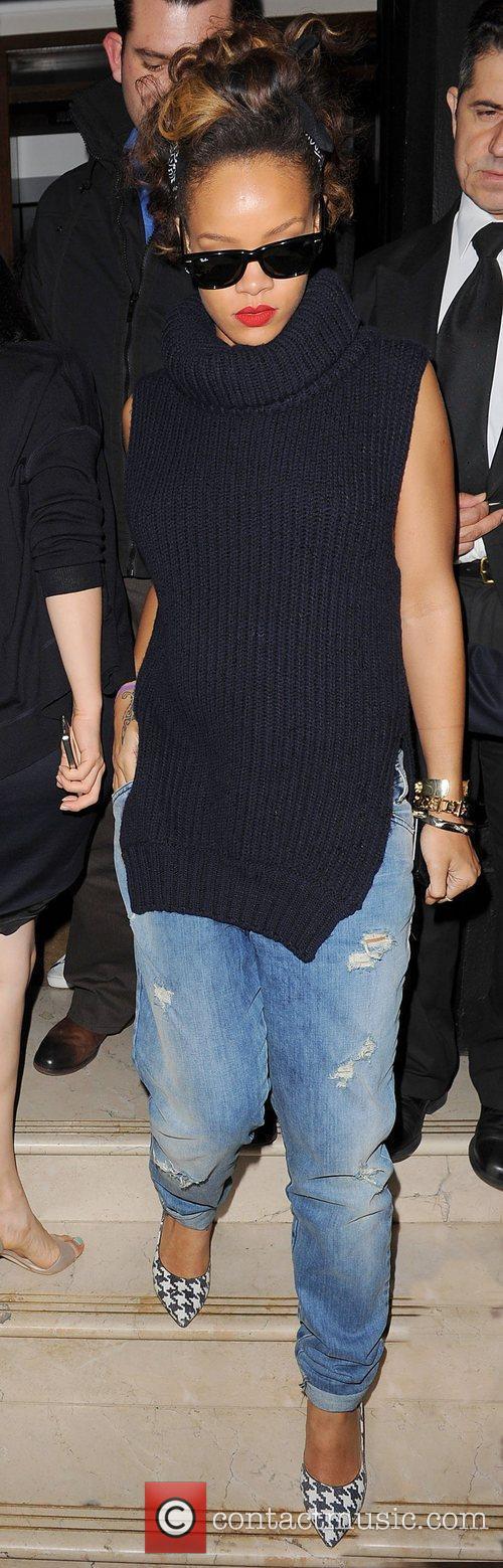 Rihanna leaves Nozomi in Knightsbridge at 1am.