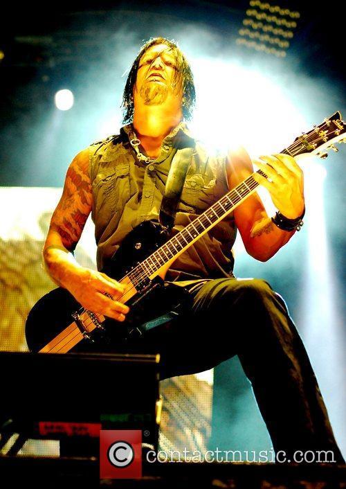 Performs at Rockstar Energy Drink Mayhem Festival 2011