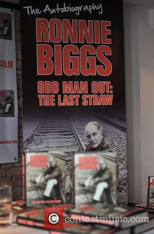 Atmosphere Ronnie Biggs launches his autobiogrpahy 'Odd Man...