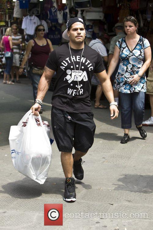 Ronnie Ortiz-Magro makes a last minute dash for...