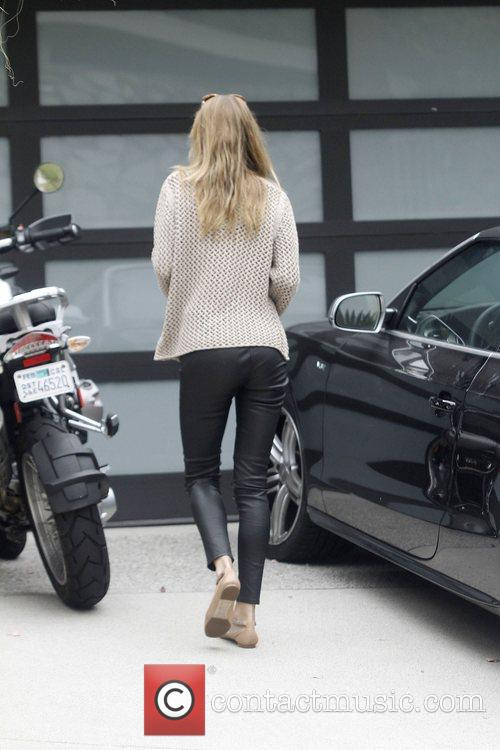 Rosie Huntington-Whiteley arriving home in her black sports...