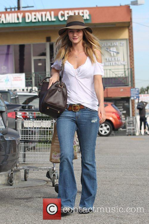 Rosie Huntington-Whiteley shopping for groceries at Whole Foods...