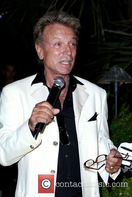The Mirage Celebrates Master Illusionist Roy Horn's Birthday...