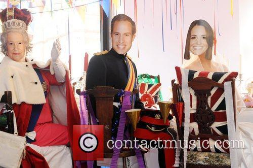 Queen Elizabeth Ii, Kate Middleton and Prince William 1