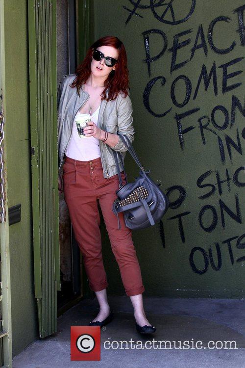 Rumer Willis has lunch with friends at Urth...