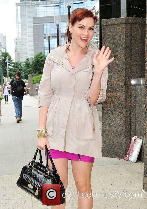 Sara Rue leaves her midtown hotel New York...