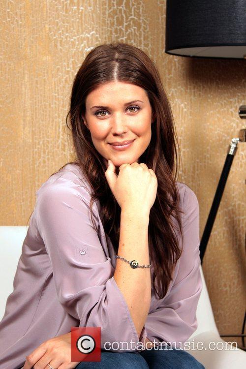 Sarah Lancaster 15