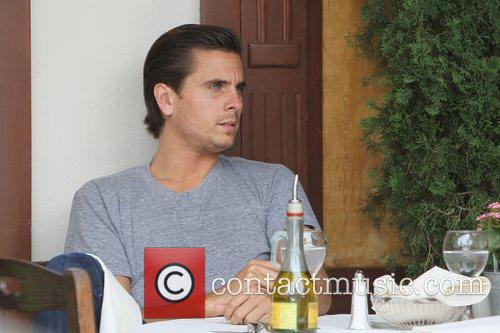 Scott Disick  having lunch with a friend...