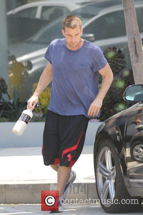 Scott Speedman leaving the gym