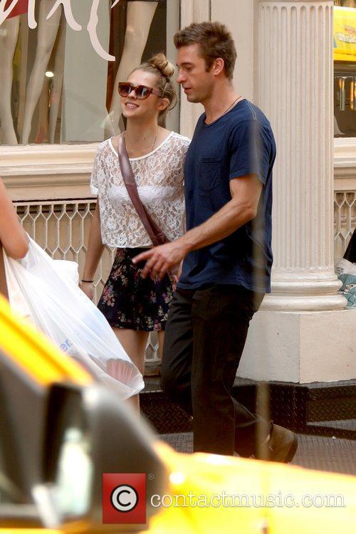 Teresa Palmer and Scott Speedman take a stroll...