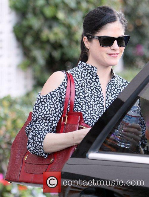 selma blair leaves decades clothing store in 3605541