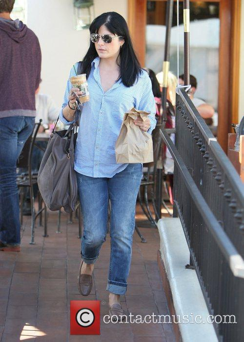 selma blair carries a cool drink and 3581704