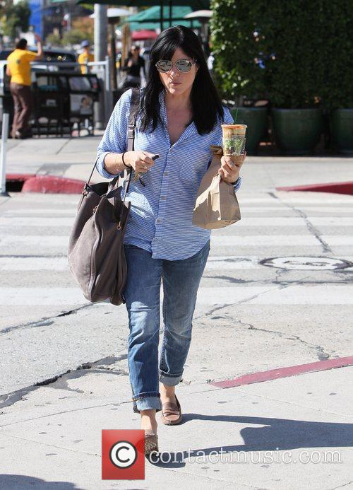 selma blair carries a cool drink and 3581706