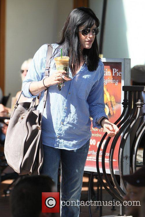 selma blair carries a cool drink and 3581717