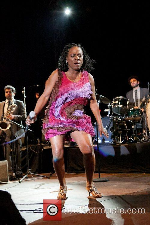 Sharon Jones And The Dap-Kings 12