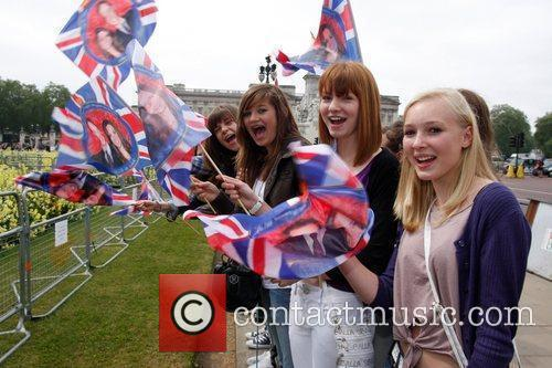 Prince William and Kate Middleton fans get into...