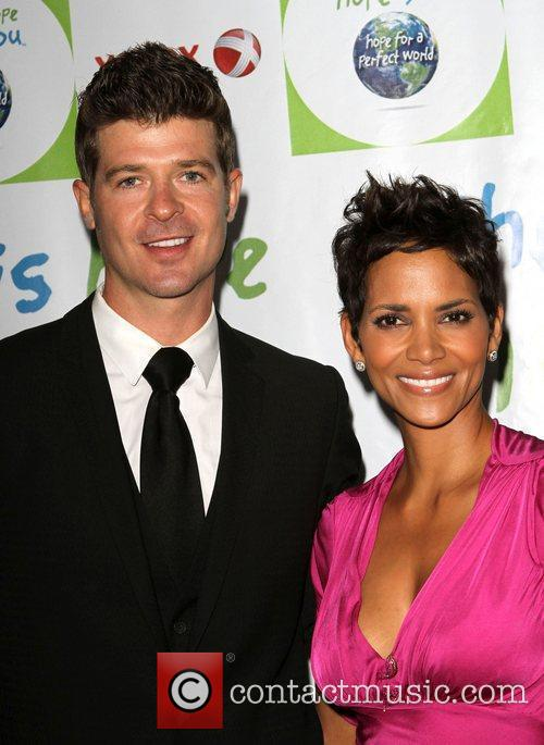 Robin Thicke and Halle Berry 3