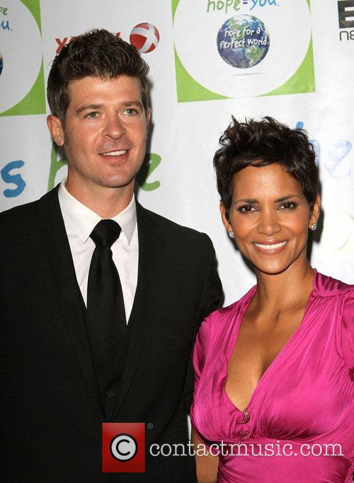 Robin Thicke and Halle Berry 2