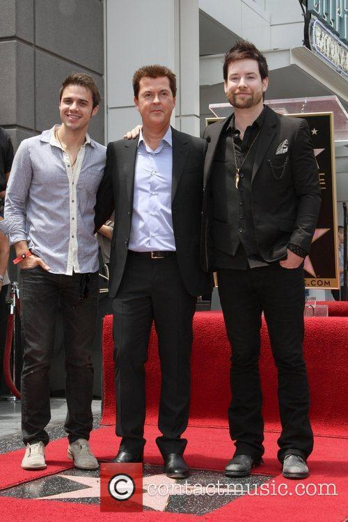 Kris Allen, Lee Dewyze and Simon Fuller 3