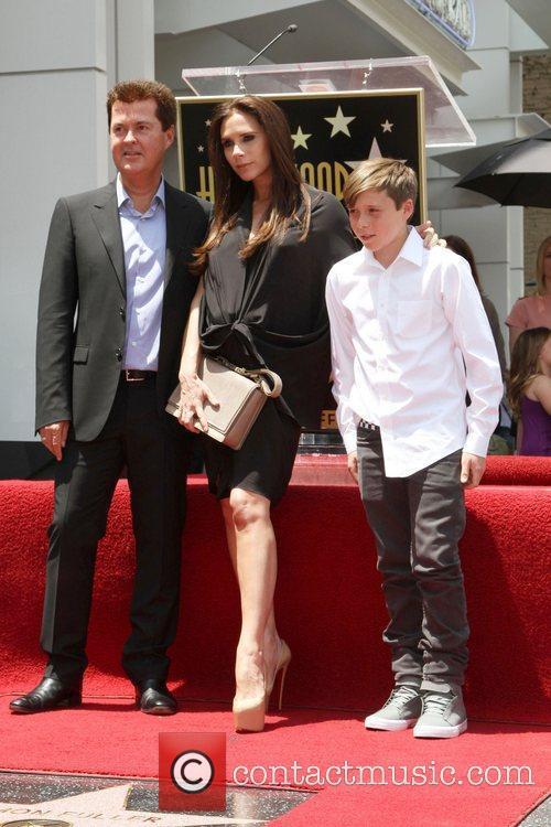 Simon Fuller, Brooklyn and Victoria Beckham 6