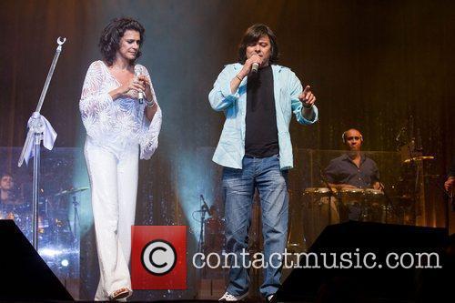 Brazilian romantic singer, Simone, performing with Luis Represas...