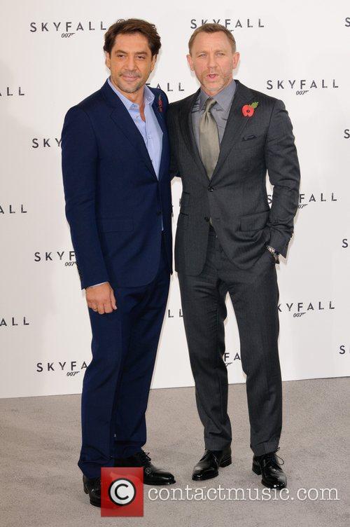 Javier Bardem and Daniel Craig 6