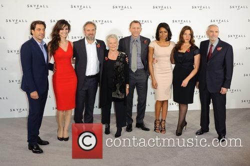 Javier Bardem, Barbara Broccoli, Daniel Craig, Judi Dench, Naomie Harris and Sam Mendes 1
