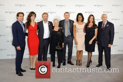 Javier Bardem, Barbara Broccoli, Daniel Craig, Judi Dench, Naomie Harris and Sam Mendes 2