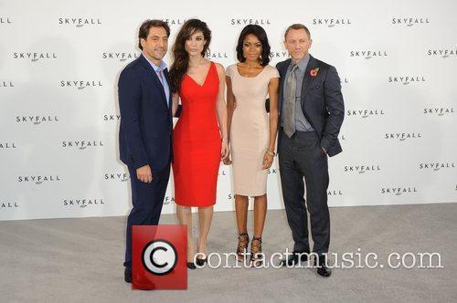 Javier Bardem, Daniel Craig and Naomie Harris 7
