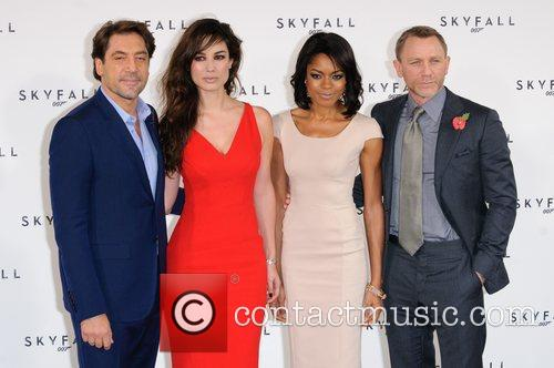 Javier Bardem, Daniel Craig and Naomie Harris 8
