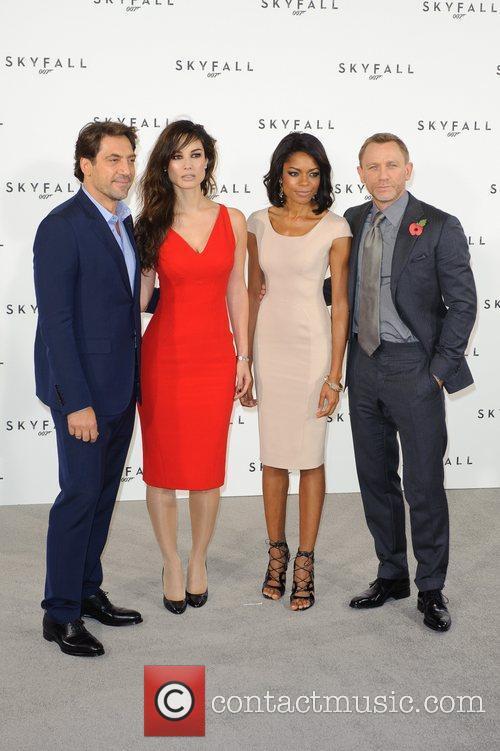 Javier Bardem, Daniel Craig and Naomie Harris 9