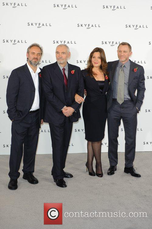 Sam Mendes, Barbara Broccoli and Daniel Craig 3
