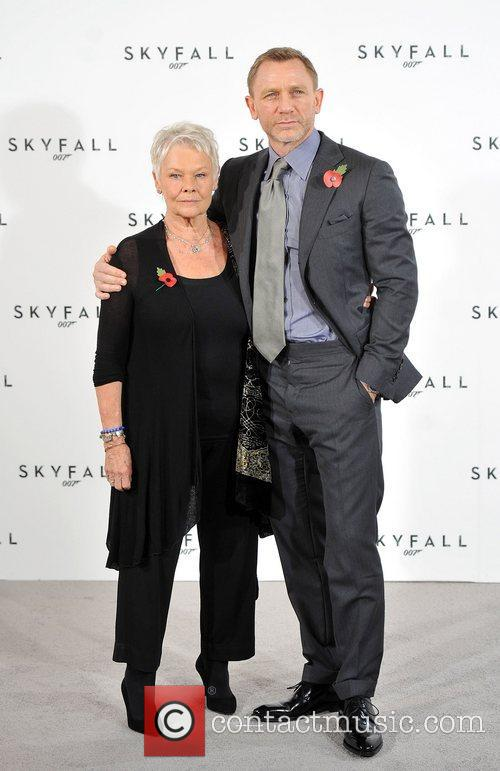Daniel Craig and Judi Dench 9