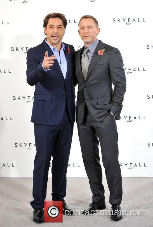 Daniel Craig and Javier Bardem 5