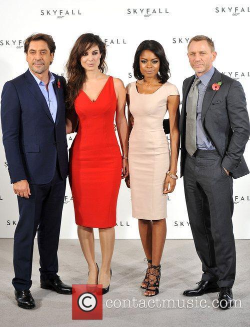 Daniel Craig, Javier Bardem and Naomie Harris 11