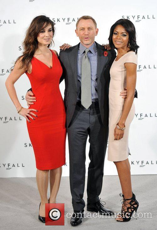Daniel Craig and Naomie Harris 10