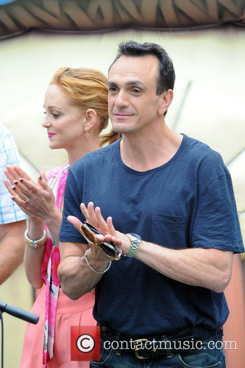 Jayma Mays and Hank Azaria 10
