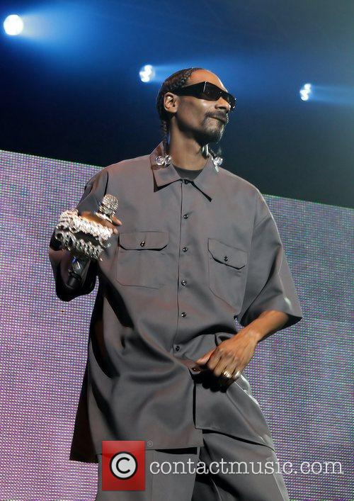 Snoop Dogg performing 'Doggystyle' live at Manchester O2...