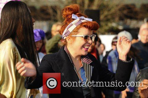 VV Brown and Paloma Faith Celebrities dance the...