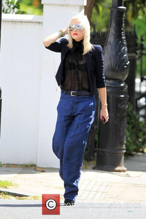 Gwen Stefani in Primrose hill with her family...