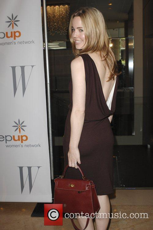 Melissa George and Beverly Hilton Hotel 8