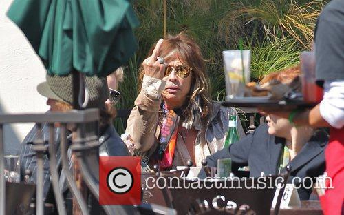 Steven Tyler 'flipping off' photographers while eating lunch...