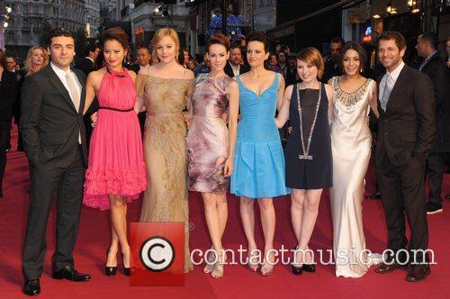 Oscar Isaac, Abbie Cornish, Carla Gugino, Emily Browning, Jamie Chung, Jena Malone, Vanessa Hudgens and Zack Snyder 1