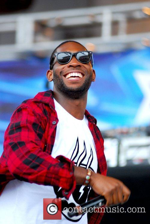 Tinie Tempah performs at B96 Pepsi SummerBash 2011