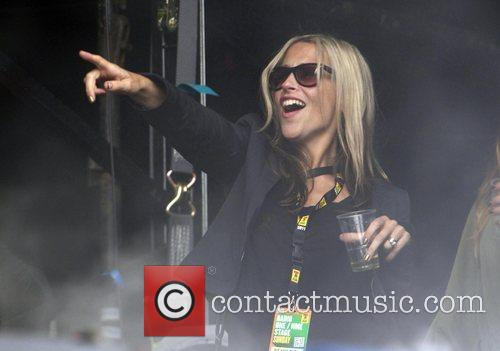 Nicole Appleton and Beady Eye 7