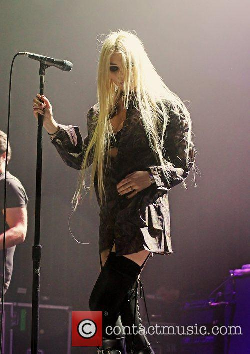 Taylor Momsen, The Pretty Reckless and Manchester Apollo 8