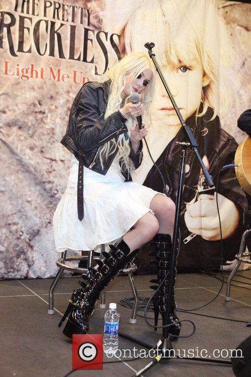 Taylor Momsen and The Pretty Reckless 11