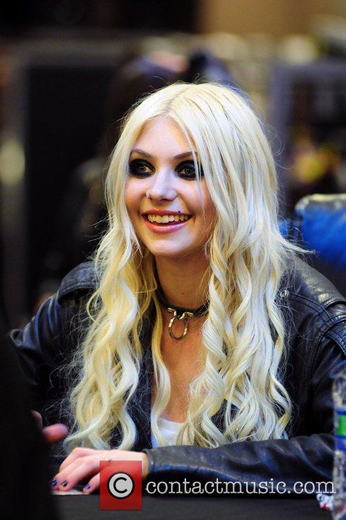 Taylor Momsen and The Pretty Reckless 19